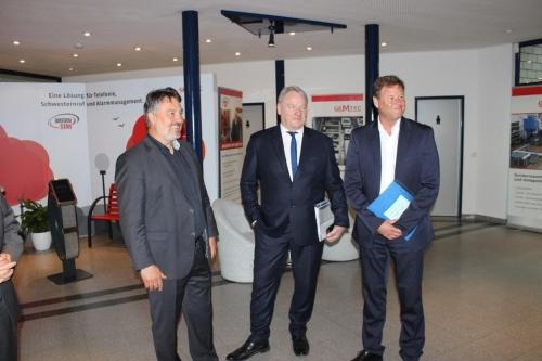 Christian Görke, Finanzminister Brandenburg und Bernd Becking, Vorsitzender der Geschäftsführung der Direktion Berlin und Brandenburg der Bundenagentur für Arbeit (von rechts)